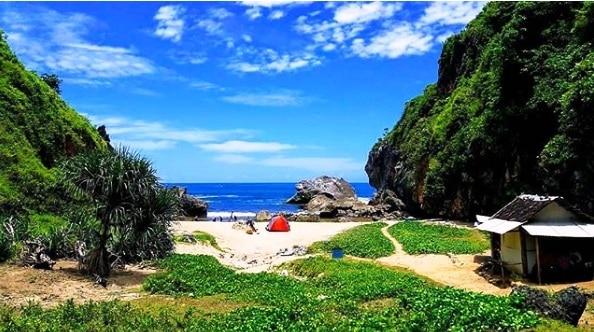 Camping di Pantai Wohkudu Gunungkidul